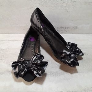 Libby Edelman Kendra black snake embossed bow flat